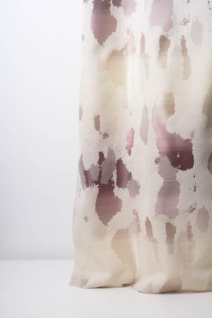 Плътна мека завеса в бежово с шарка петна