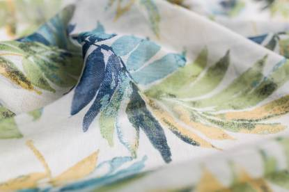 полупрозрачно перде с цветя и листа