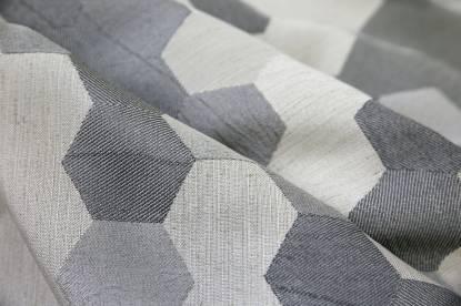 Плътна завеса с геометрична шарка