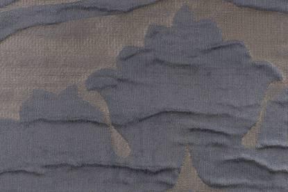 Плътна завеса от жакард с релефни орнаменти