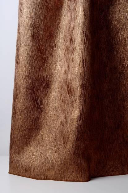Плътна завеса в кафяво с лъскави нишки