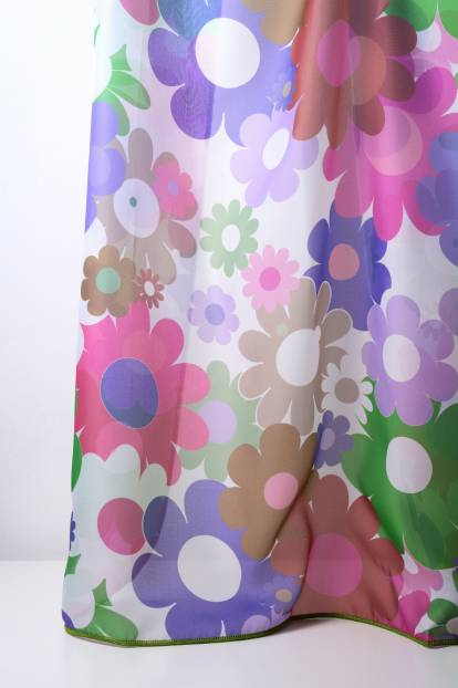 Детско перде с разноцветни цветя