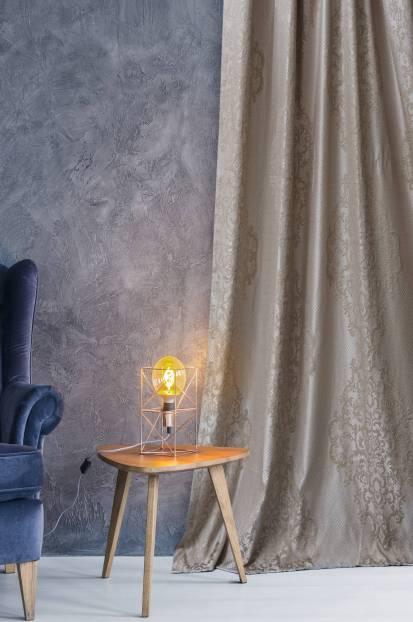 Плътна завеса с релефно очертание и повтаряща се шарка