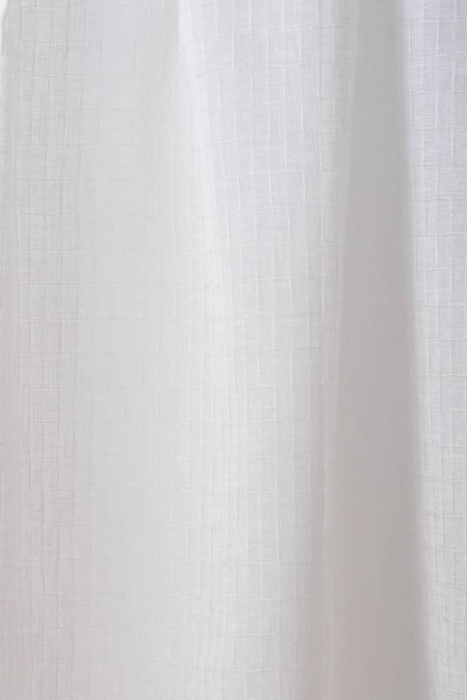 Полупрозрачен воал в кремав цвят и фигури