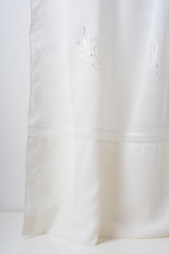Полупрозрачно перде с кант и бродирани орнаменти