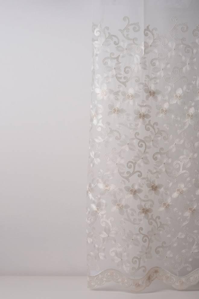 Мрежа дюс с бродирани орнаменти