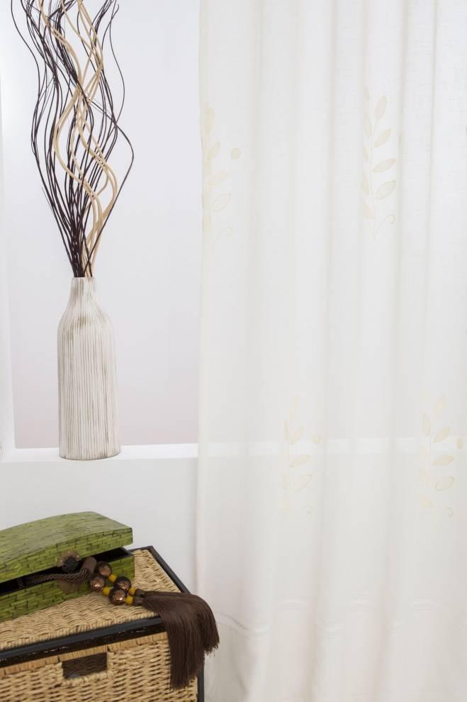 Полупрозрачно перде с кант и бродирани цветя
