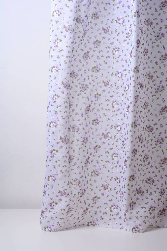 Ефирен и мек воал батиста с лилави цветенца