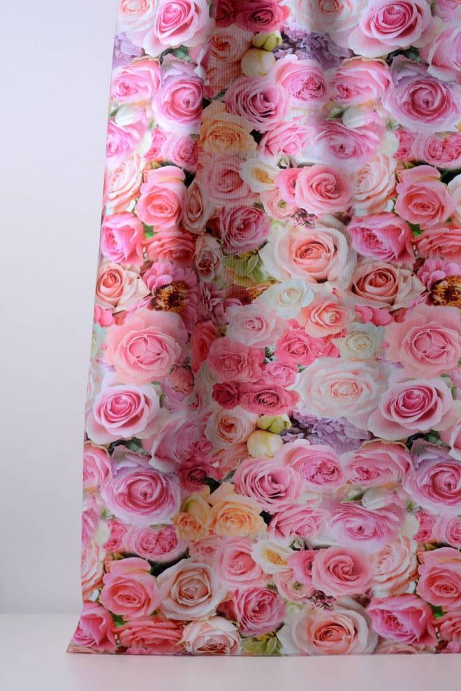 Плътна завеса с рози, цветя