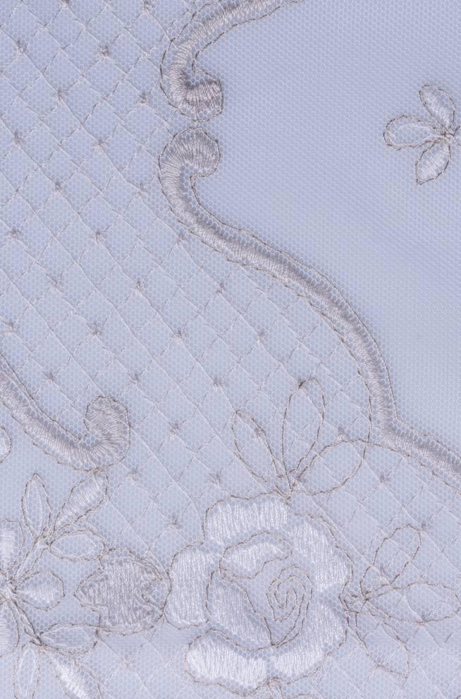 Дантела с бродирани цветя и декоративен завършек