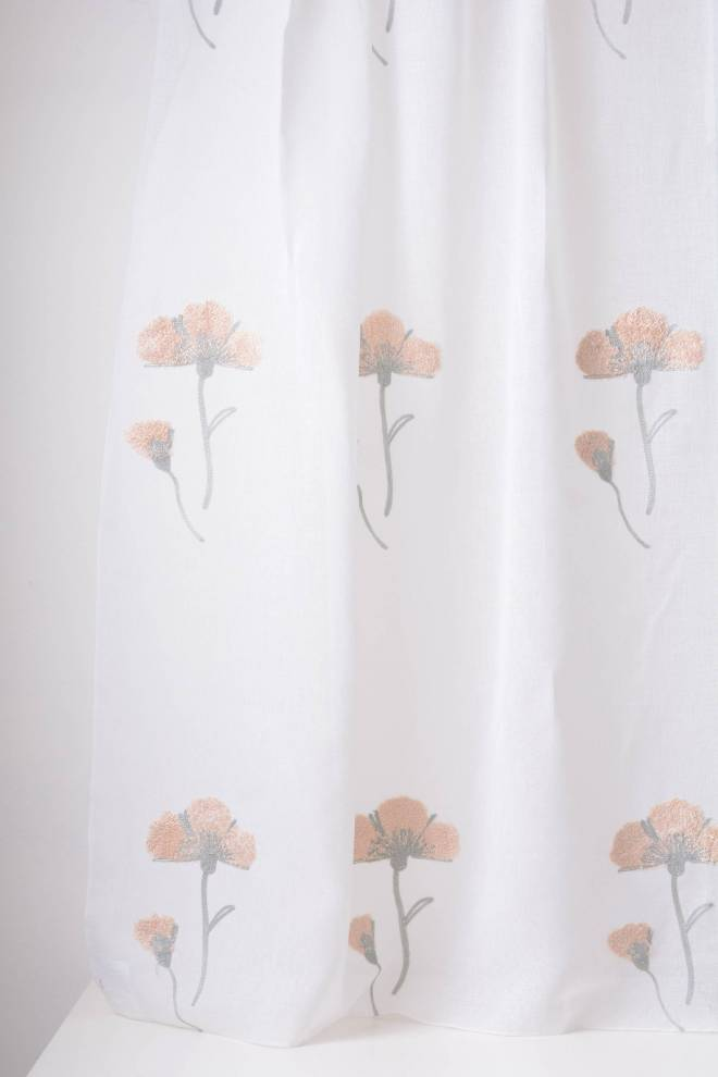 Полупрозрачно перде с бродирани цветя