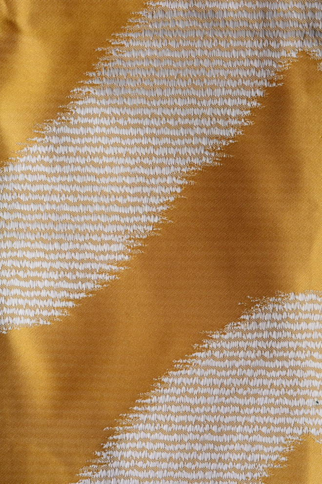 Плътна мека завеса с вълнообразен десен