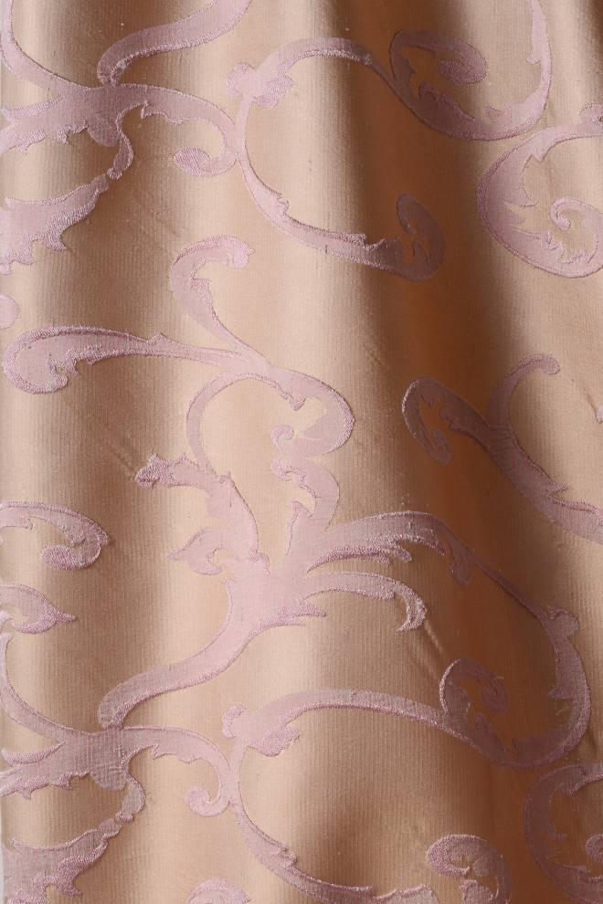 Плътна завеса в бежово с розови орнаменти