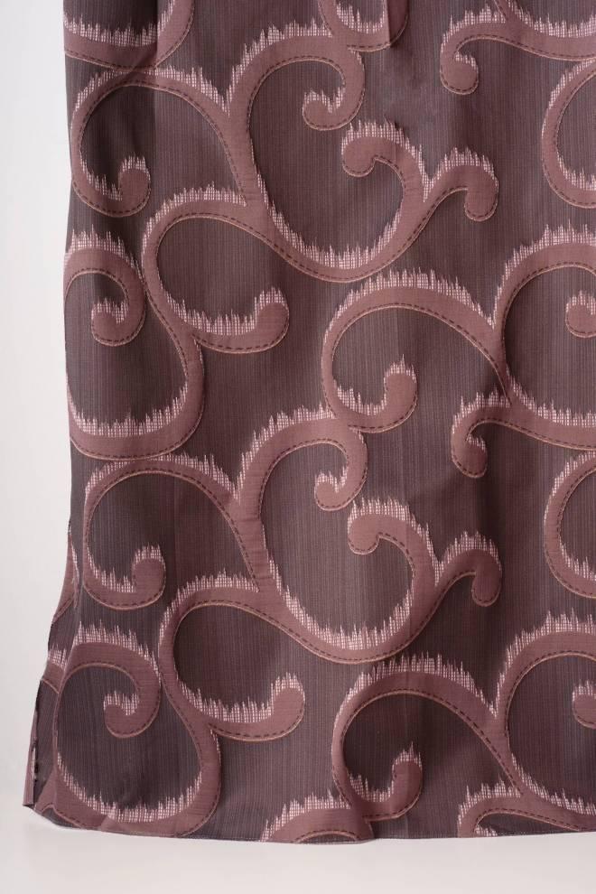 Плътна завеса с релефни орнаменти