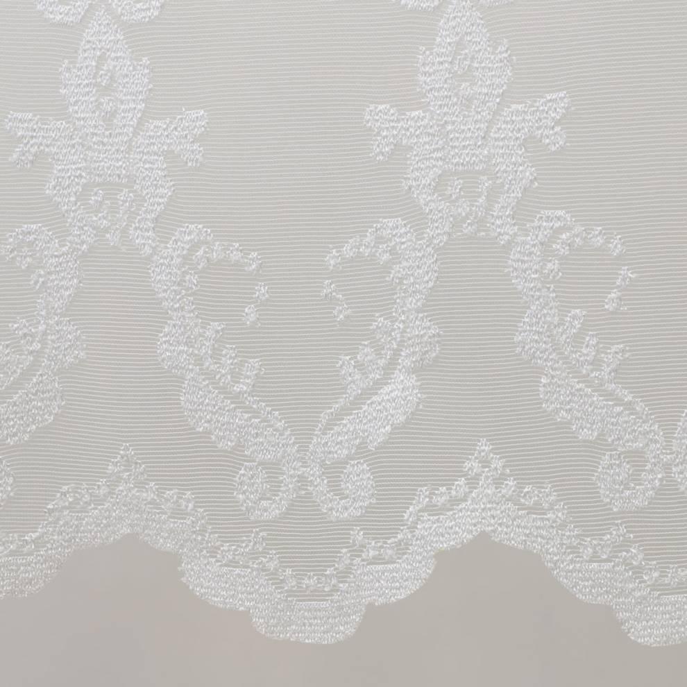 Мека мрежа с втъкани орнаменти
