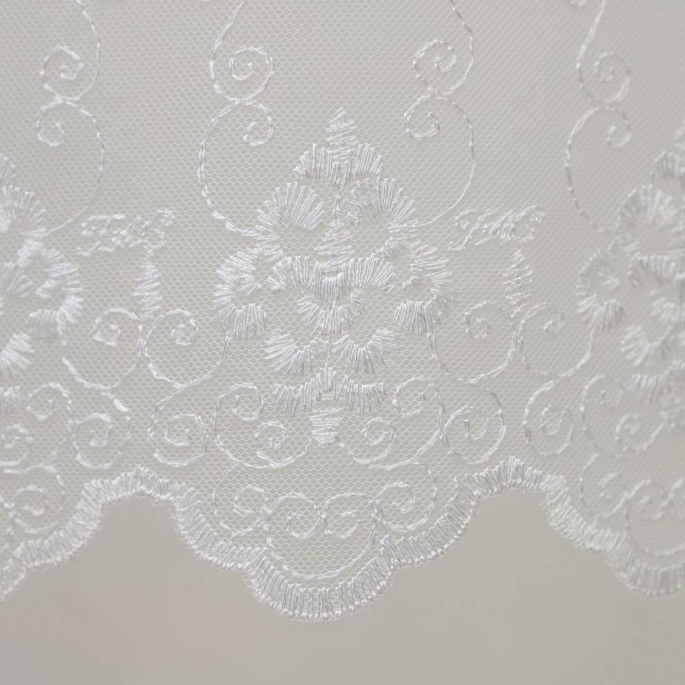 Мека мрежа с флорални орнаменти