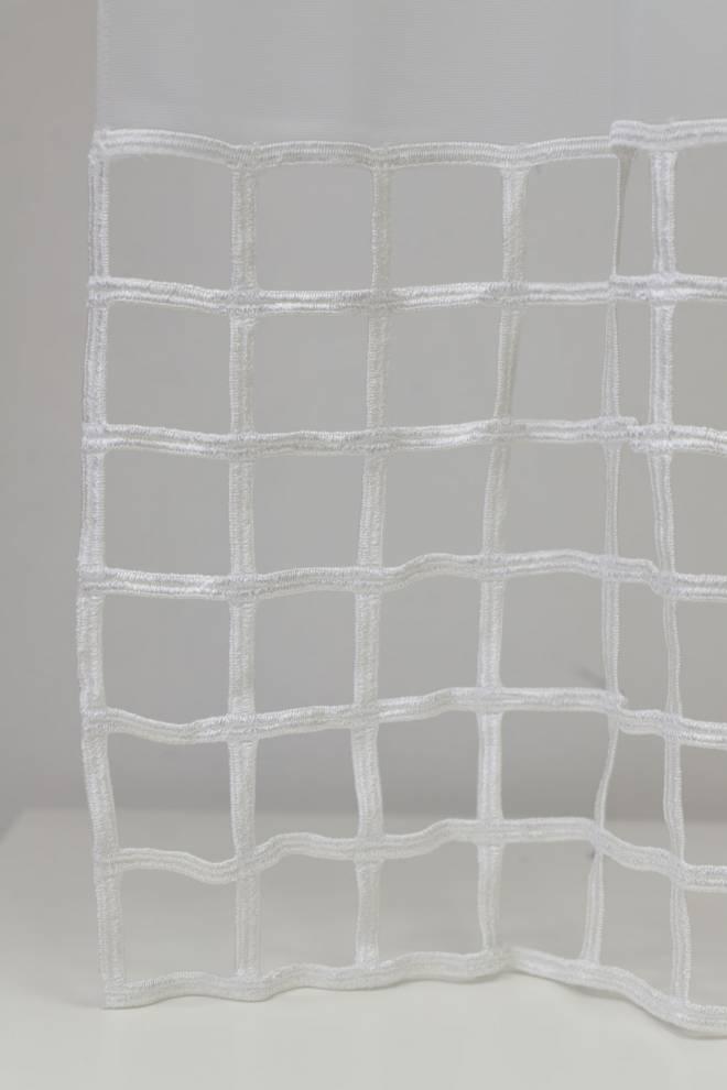 Мека и ефирна мрежа с релефни орнаменти