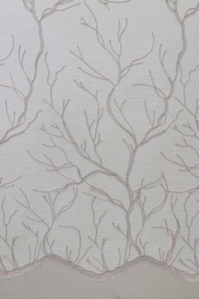 Мека мрежа с релефни орнаменти