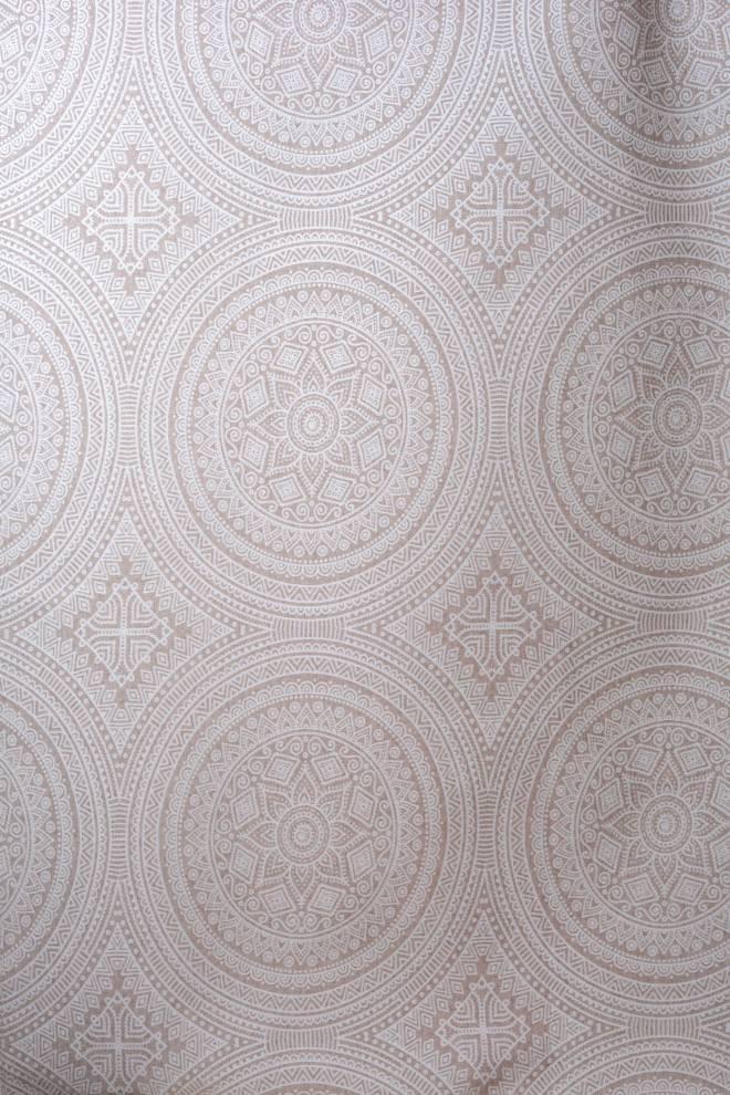 Плътна завеса с геометрични шарки