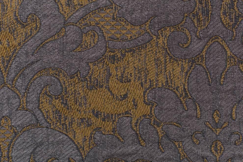 Плътна завеса с орнаменти