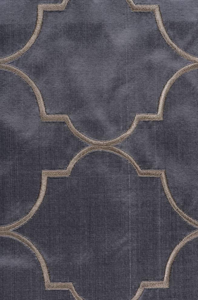 Плътна копринена завеса с геометрични шарки