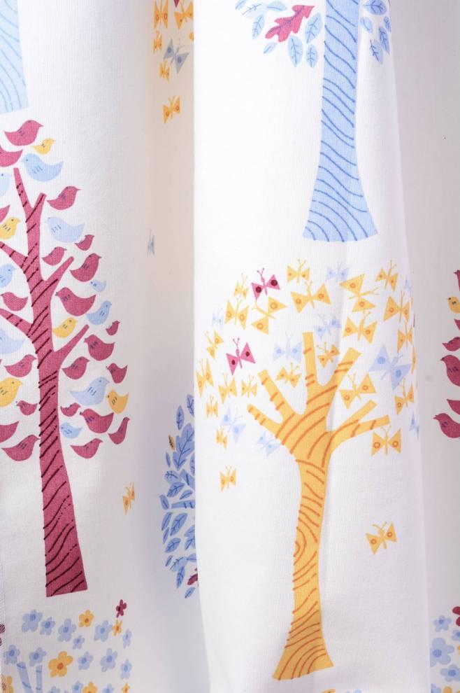Детска завеса с цветни фигури