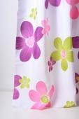 Плътна завеса с шарени цветя подходяща за детска стая