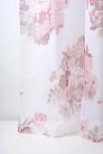 Полупрозрачно перде с розови цветя